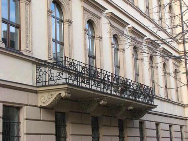 lpnu_balcony.jpg - 81kB